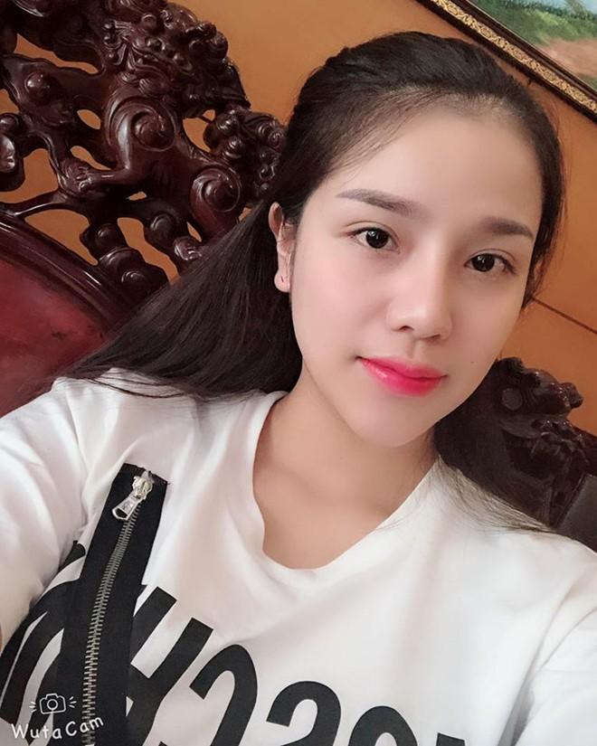Bùi Tiến Dũng được cho là đang hẹn hò với một cô gái tên Nguyễn Khánh Linh.