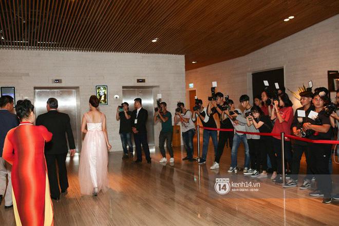 Những đám cưới được thắt chặt an ninh nhất Vbiz: bảo vệ phong tỏa mọi nơi, huy động cả ô đen để che chắn - Ảnh 6.