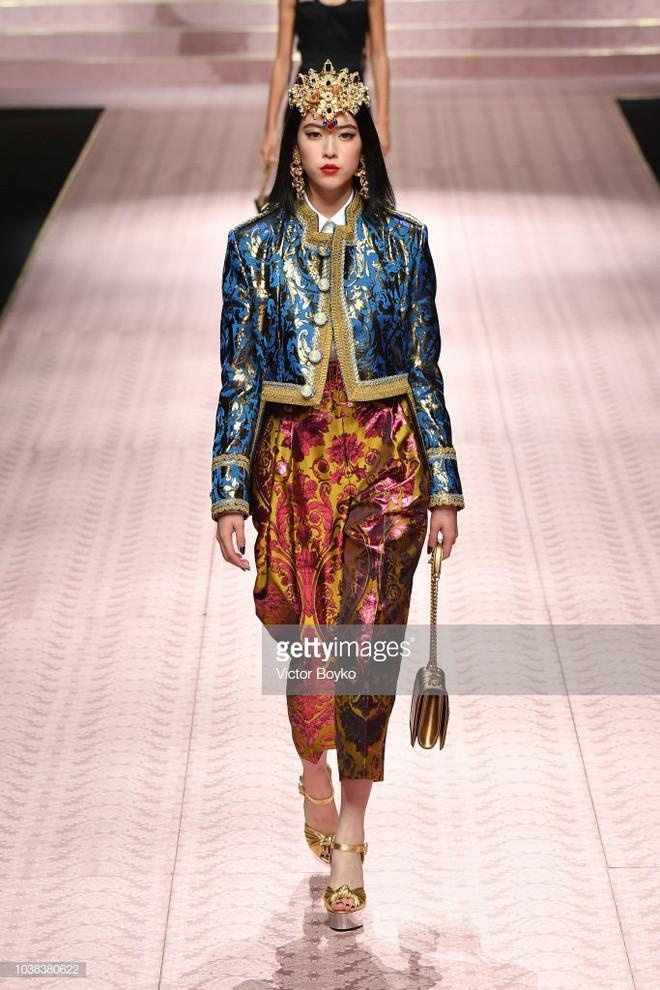 """4 nữ thần Địch Lệ Nhiệt Ba, Jessica Jung, Mai Davika, Ayaka Miyoshi catwalk """"làm náo loạn"""" sàn diễn của Dolce&Gabbana - Ảnh 14."""