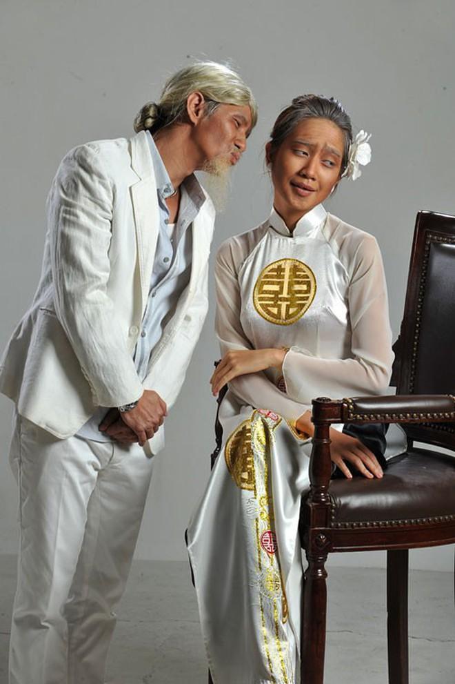 Muôn kiểu chụp ảnh cưới của sao Việt: Người đeo dép tổ ong, người hoá trang thành ông bà lão 80 tuổi - Ảnh 11.