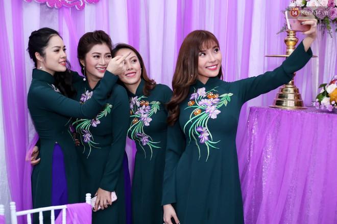 Những dàn phù dâu, phù rể toàn trai xinh gái đẹp khiến đám cưới của sao Việt hot hơn bao giờ hết - Ảnh 3.