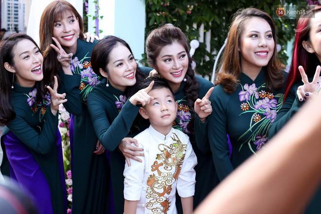 Những dàn phù dâu, phù rể toàn trai xinh gái đẹp khiến đám cưới của sao Việt hot hơn bao giờ hết - Ảnh 4.