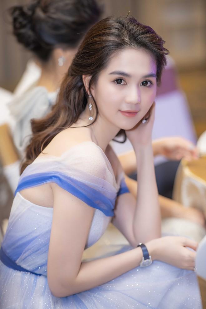 Ngọc Trinh đeo đồng hồ nạm kim cương hơn 1 tỷ đồng, xuất hiện nổi bật như công chúa tại sự kiện - Ảnh 4.