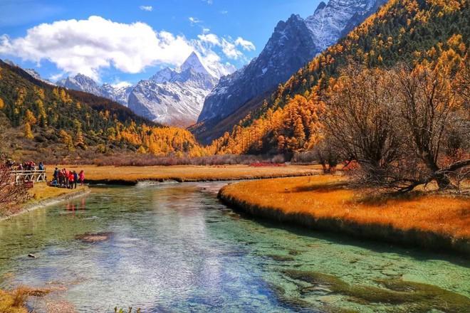 Những ngôi làng cổ cảnh sắc đẹp mê hồn nhất định phải ghé thăm vào mùa thu ở Trung Quốc - Ảnh 9.