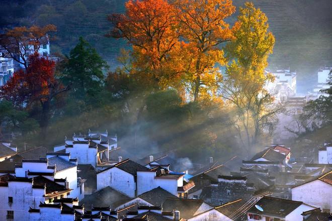 Những ngôi làng cổ cảnh sắc đẹp mê hồn nhất định phải ghé thăm vào mùa thu ở Trung Quốc - Ảnh 17.