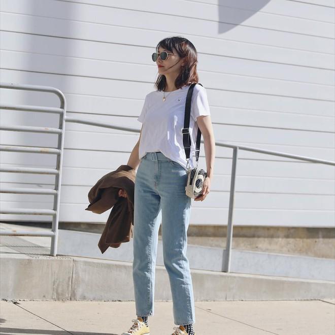 Quanh năm suốt tháng diện quần jeans thì các nàng phải học ngay 4 tips mặc chuẩn đẹp lại giúp kéo dài chân cả tấc này - Ảnh 1.