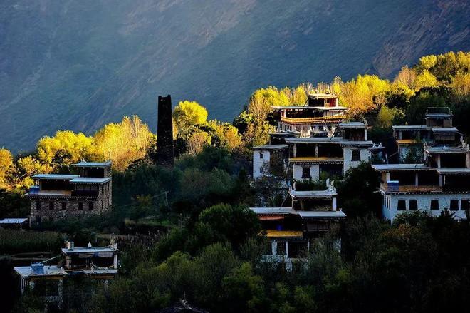 Những ngôi làng cổ cảnh sắc đẹp mê hồn nhất định phải ghé thăm vào mùa thu ở Trung Quốc - Ảnh 13.