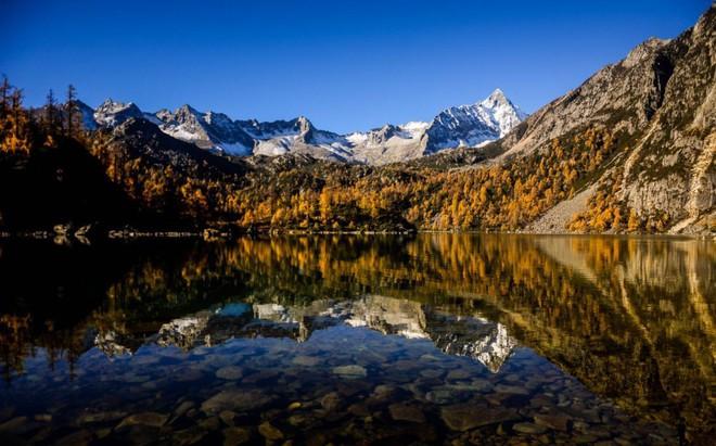 Những ngôi làng cảnh sắc đẹp mê hồn nhất định phải ghé thăm vào mùa thu ở Trung Quốc - Ảnh 12.