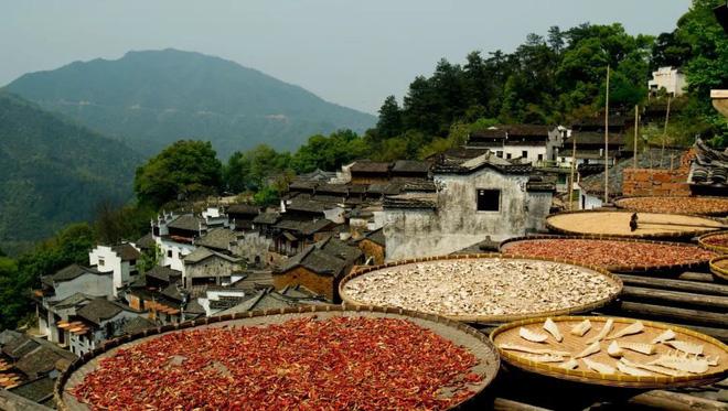 Những ngôi làng cảnh sắc đẹp mê hồn nhất định phải ghé thăm vào mùa thu ở Trung Quốc - Ảnh 18.