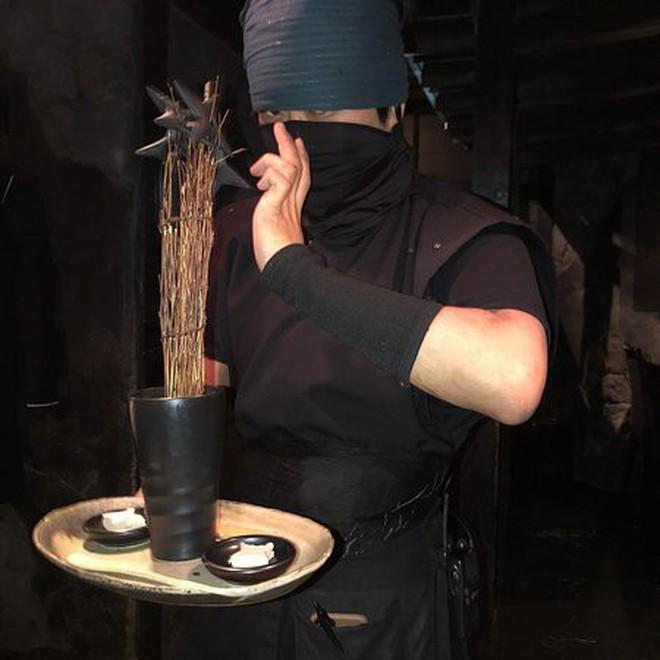 Vào quán ăn ở Nhật, nhiều người phải hoảng sợ vì gặp phải những tay ninja đầy sát khí 6