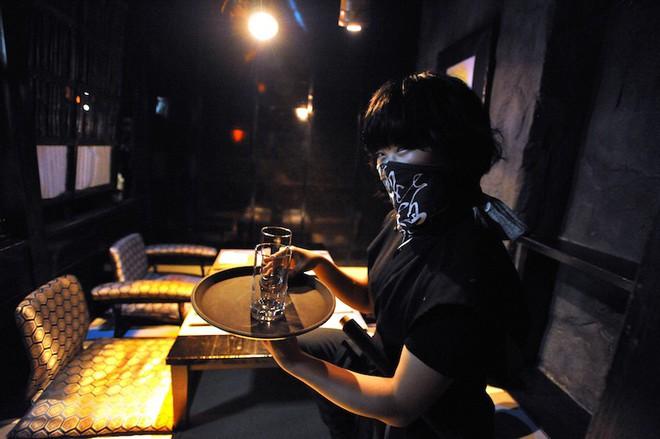 Vào quán ăn ở Nhật, nhiều người phải hoảng sợ vì gặp phải những tay ninja đầy sát khí 5