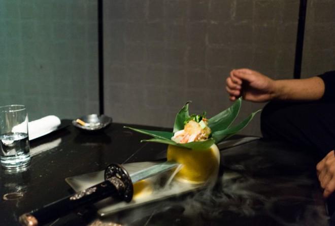 Vào quán ăn ở Nhật, nhiều người phải hoảng sợ vì gặp phải những tay ninja đầy sát khí 12