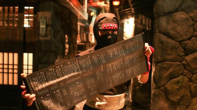 Vào quán ăn ở Nhật, nhiều người phải hoảng sợ vì gặp phải những tay ninja đầy sát khí 2