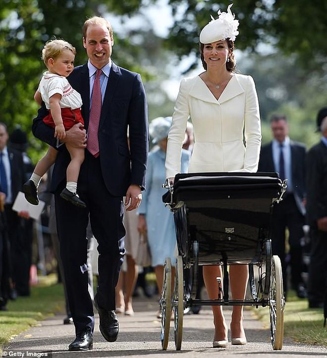Công nương Kate lại mặc đồ cũ đi ăn cưới: Không hẳn là tiết kiệm mà sâu xa hơn cả là sự tôn trọng cô dâu 2