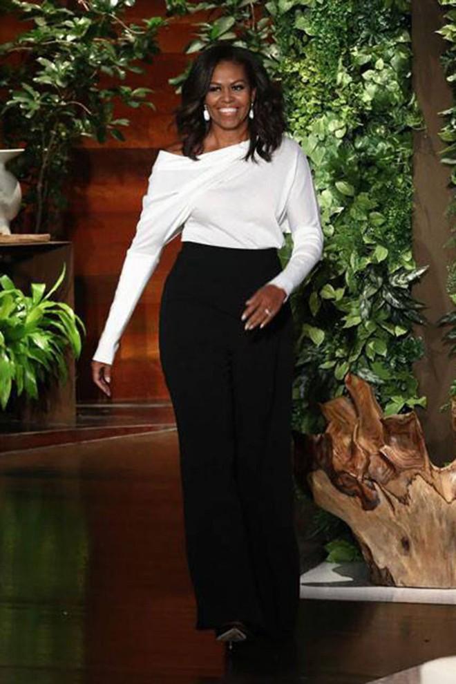 Phải đến khi bà Michelle Obama rời Nhà Trắng, chúng ta mới được ngắm nhiều khoảnh khắc bà diện đồ trẻ trung và phóng khoáng đến vậy 7