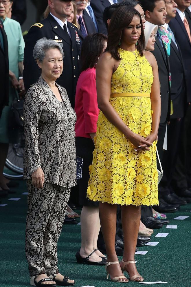 Phải đến khi bà Michelle Obama rời Nhà Trắng, chúng ta mới được ngắm nhiều khoảnh khắc bà diện đồ trẻ trung và phóng khoáng đến vậy 1