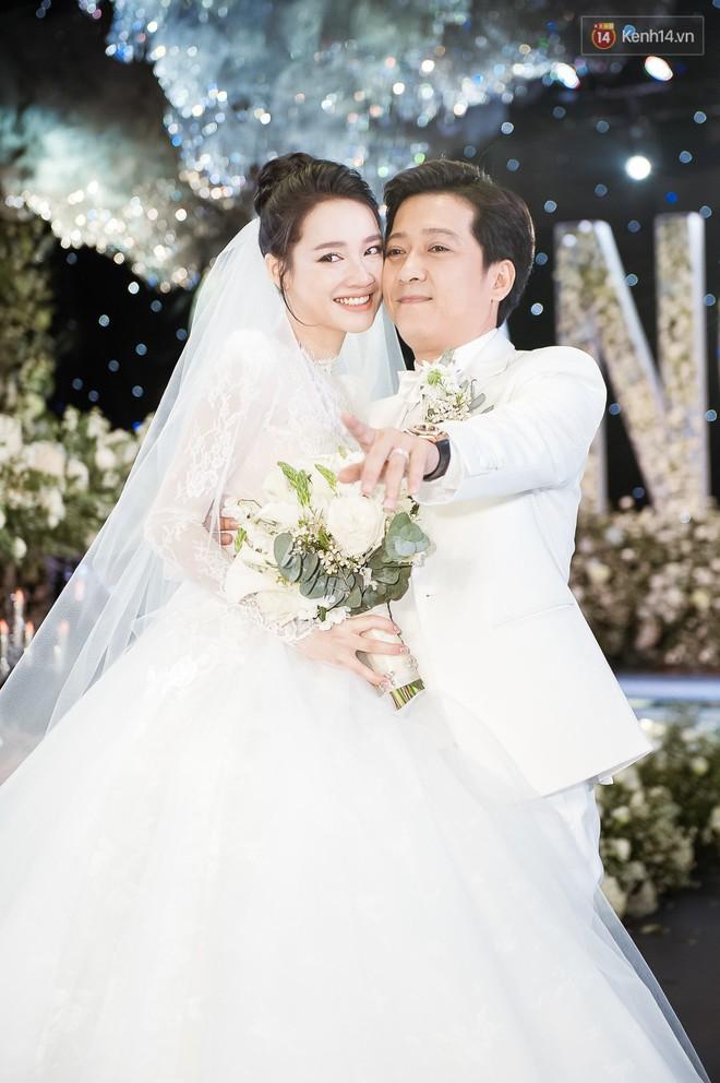 3 năm yêu sóng gió của Trường Giang - Nhã Phương đổi lại bằng lễ cưới cổ tích ngập tràn nước mắt hạnh phúc - Ảnh 7.