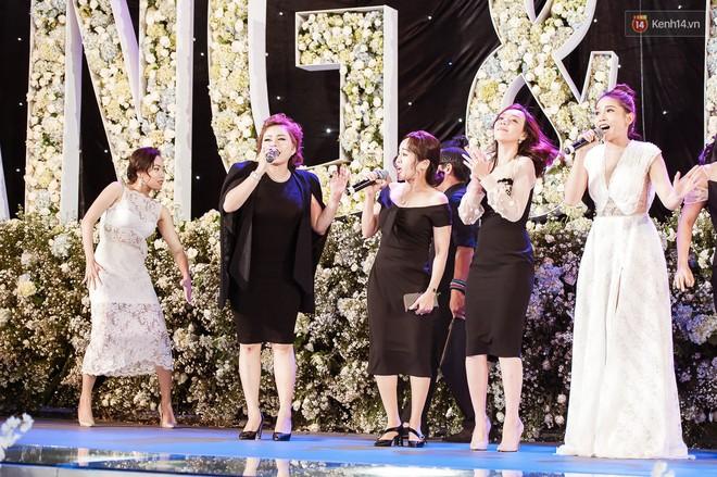 3 năm yêu sóng gió của Trường Giang - Nhã Phương đổi lại bằng lễ cưới cổ tích ngập tràn nước mắt hạnh phúc - Ảnh 11.