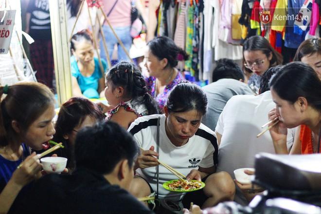 Món ăn mà ở Hà Nội chỉ có một hàng duy nhất và chỉ bán đúng 3 tối cuối tuần, còn không tranh thủ ngay thôi! 12