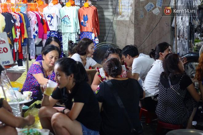 Món ăn mà ở Hà Nội chỉ có một hàng duy nhất và chỉ bán đúng 3 tối cuối tuần, còn không tranh thủ ngay thôi! 11