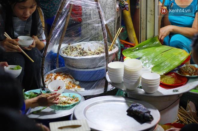 Món ăn mà ở Hà Nội chỉ có một hàng duy nhất và chỉ bán đúng 3 tối cuối tuần, còn không tranh thủ ngay thôi! 3