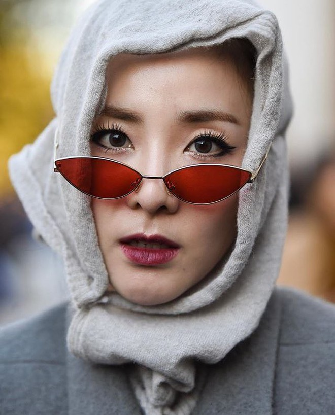 """Sandara Park dự liên tục 5 show: Khi thì kín bưng như """"mẹ mìn"""", lúc lại đọ sắc không khoan nhượng với Mai Davika 2"""