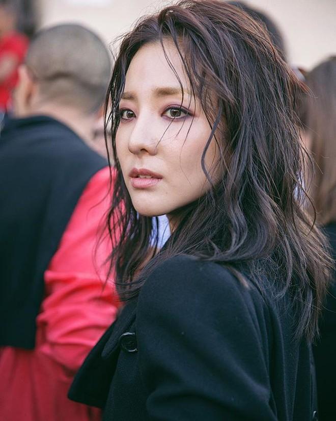 """Sandara Park dự liên tục 5 show: Khi thì kín bưng như """"mẹ mìn"""", lúc lại đọ sắc không khoan nhượng với Mai Davika 4"""