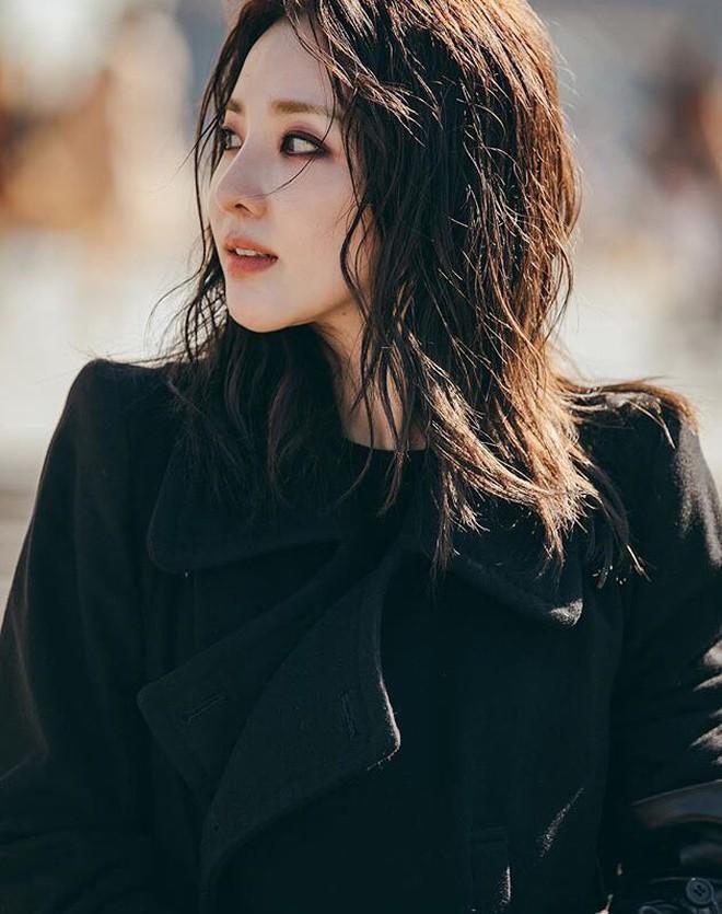 """Sandara Park dự liên tục 5 show: Khi thì kín bưng như """"mẹ mìn"""", lúc lại đọ sắc không khoan nhượng với Mai Davika 5"""