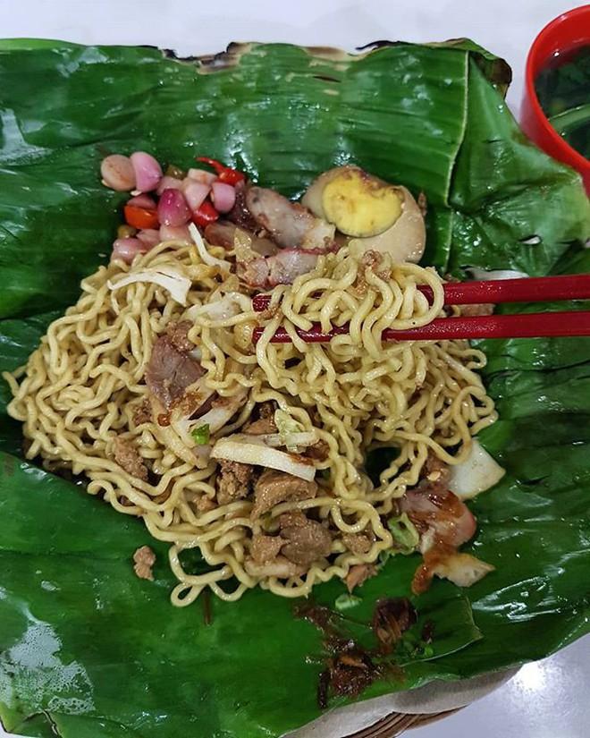 Ở Indonesia có một nhà hàng với kiểu thưởng mì độc đáo chưa từng thấy, ăn xong đảm bảo nhớ mãi 6