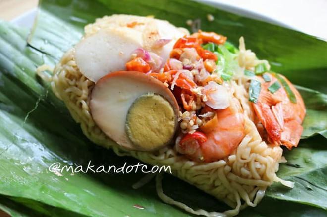 Ở Indonesia có một nhà hàng với kiểu thưởng mì độc đáo chưa từng thấy, ăn xong đảm bảo nhớ mãi 2