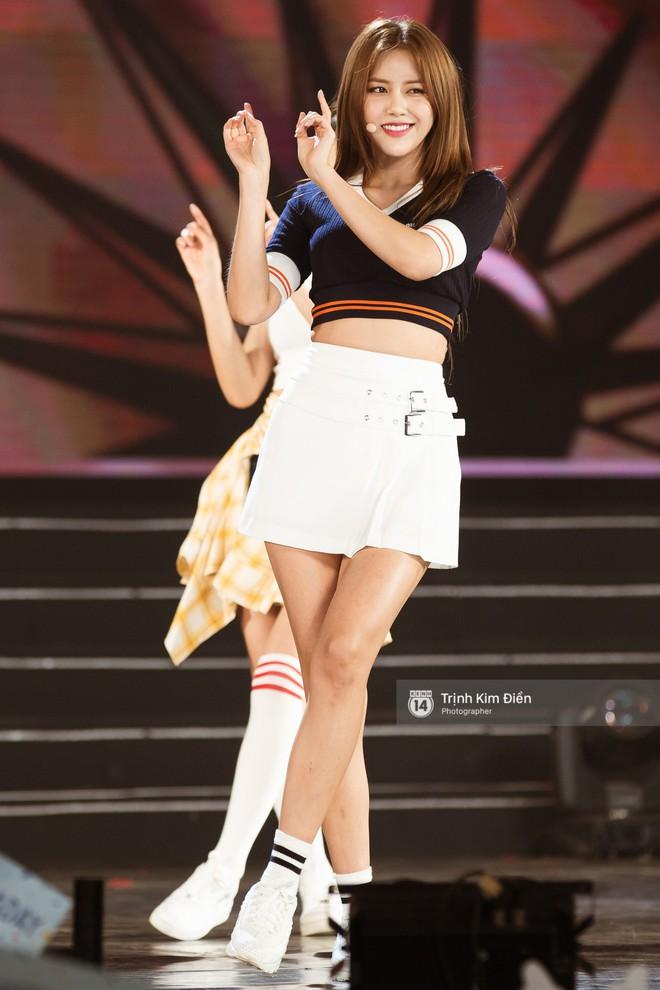 Khoảnh khắc đẹp của dàn sao Việt-Hàn trong show diễn đêm qua khiến khán giả bùng nổ 10