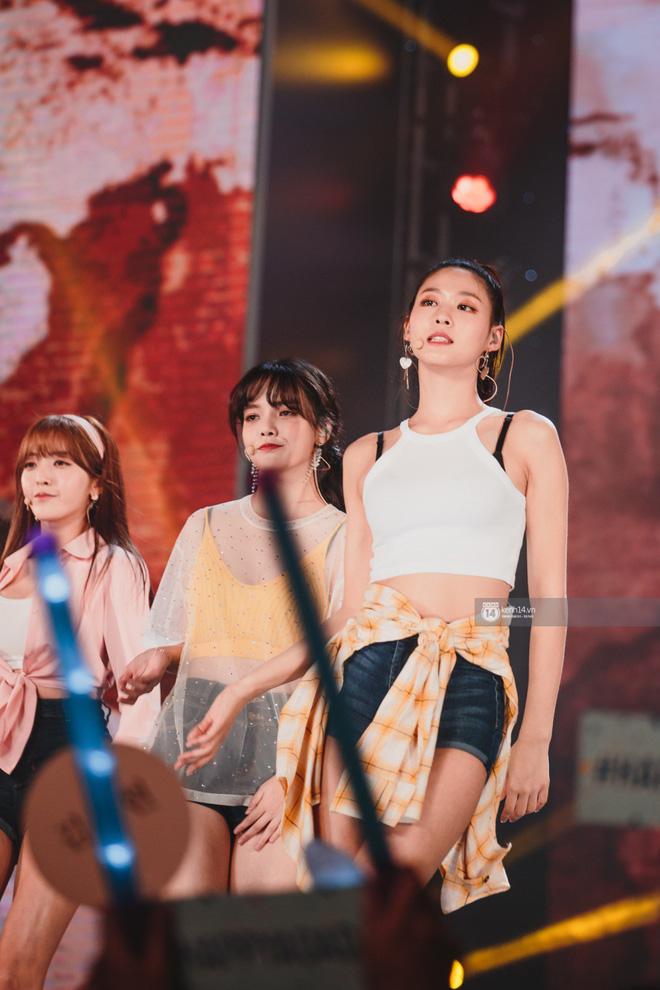 Khoảnh khắc đẹp của dàn sao Việt-Hàn trong show diễn đêm qua khiến khán giả bùng nổ 5