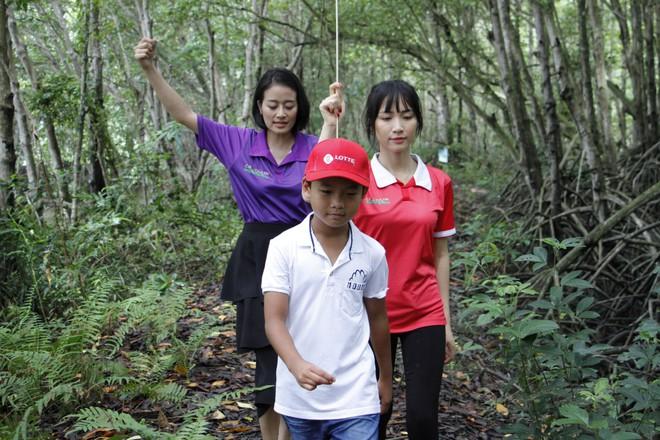 Cầu thủ nhí: Hòa Minzy liên tục chọc ghẹo, bắt nạt Kay Trần - Ảnh 3.