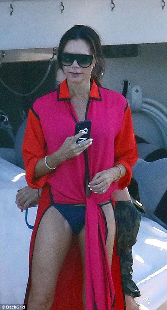 """Nhìn vợ chồng Beckham """"tình bể bình"""" trong loạt ảnh mới, ai còn tin được lời đồn họ sắp ly hôn! - Ảnh 5."""