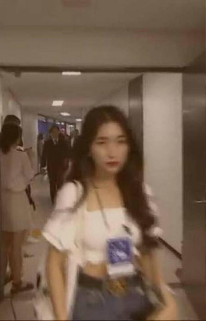 """Sao Vbiz nhận cái kết """"đắng"""" khi đụng đến Idol Kpop: Tẩy chay như Hoà Minzy còn nhẹ, có người bị doạ giết, tạt axit! - Ảnh 1."""