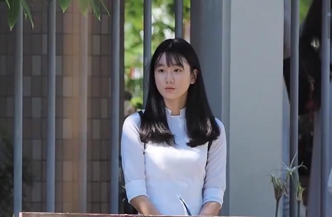 Sau khai giảng đứng chờ ba đón, nữ sinh Đà Nẵng gây thương nhớ