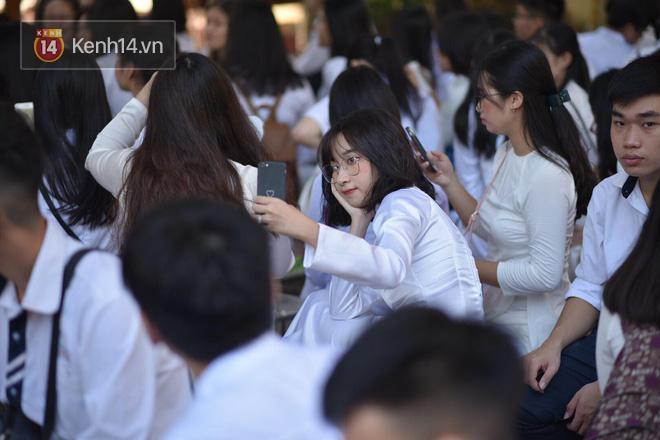 Ngày khai giảng năm học mới ngắm con gái xinh xắn trong tà áo dài trắng