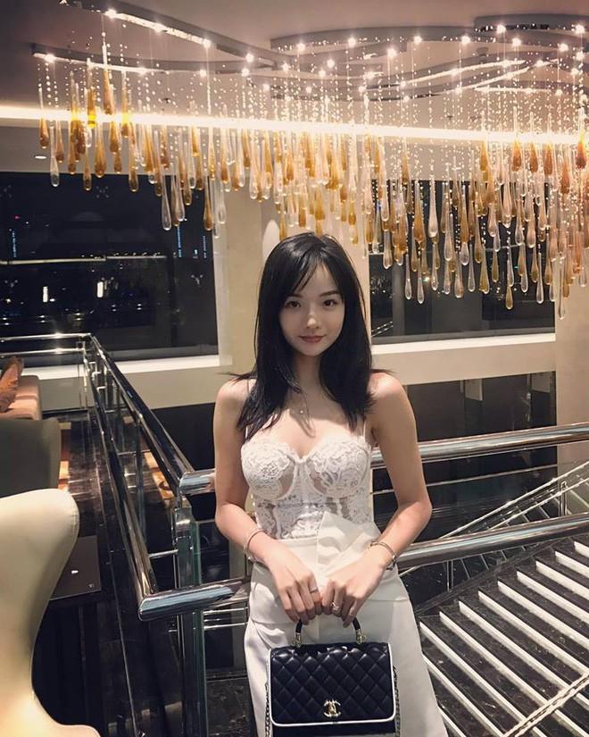 Tiếp tục xuất hiện trên sóng truyền hình Hàn Quốc, nữ CĐV Việt xinh đẹp nhận về bão lời khen