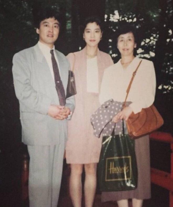 """Mặc đồ theo phong cách các bà các mẹ từ 30 năm trước, cô nàng này bỗng có diện mạo """"chất"""" không ngờ - Ảnh 2."""