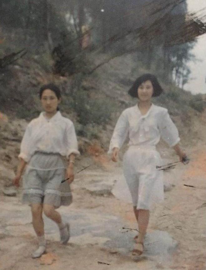 """Mặc đồ theo phong cách các bà các mẹ từ 30 năm trước, cô nàng này bỗng có diện mạo """"chất"""" không ngờ - Ảnh 12."""