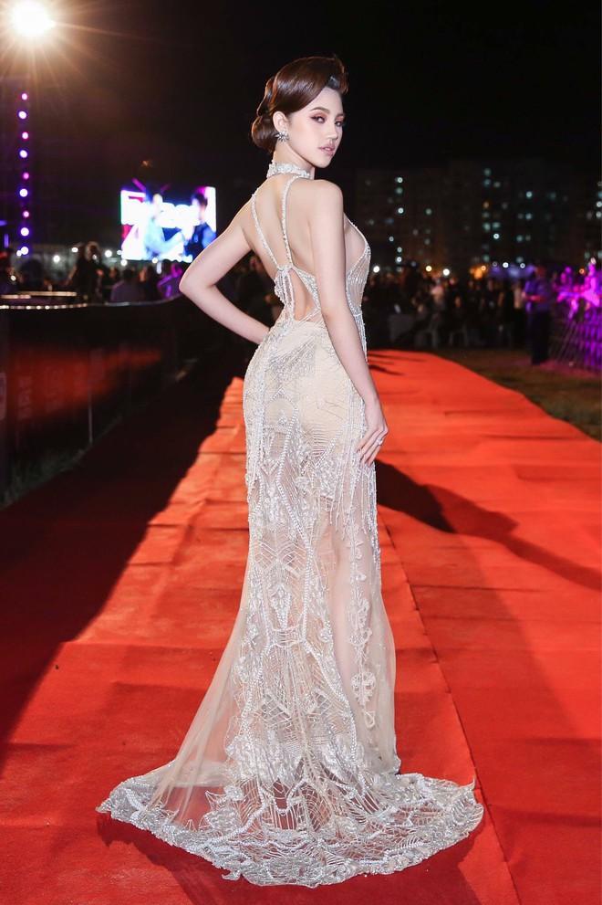 Hoa Hậu Rich Kids Jolie Nguyễn đi du lịch: không còn sang chảnh, chịu chơi và chịu lầy hơn để sống đúng với thanh xuân của mình - Ảnh 1.