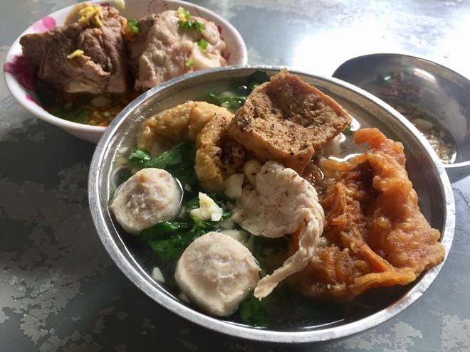 """Lâu lâu """"chuyển hướng"""" khám phá mấy hàng ăn ngon ở đường Hậu Giang (quận 6) này thôi 11"""