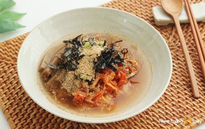 Hàn Quốc có một món thạch rất thú vị được làm từ... thức ăn của sóc - Ảnh 1.