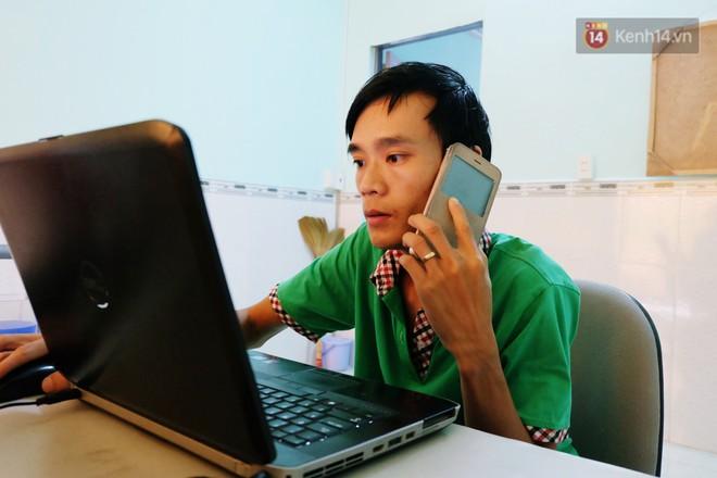 Bị từ chối việc làm vì khuyết tật, người đàn ông này mở hẳn công ty riêng, tuyển nhân viên là người cùng cảnh ngộ - Ảnh 1.