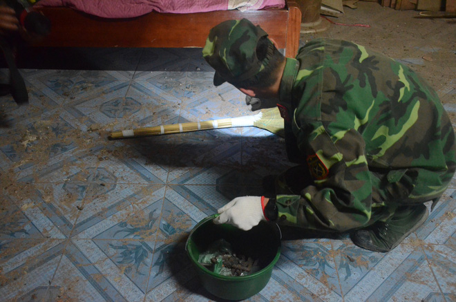 Hàng trăm chiến sỹ bộ đội công binh cầm đèn pin lật đống đổ nát thu gom đầu đạn rơi rớt sau vụ nổ kinh hoàng - Ảnh 5.