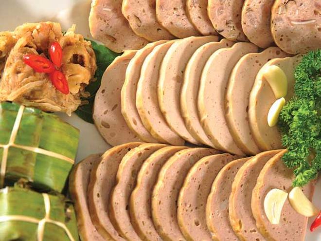 Những địa chỉ mua giò chả, bánh chưng từ thời ông bà ở Hà Nội mà Tết năm nào khách cũng xếp hàng ùn ùn - Ảnh 2.