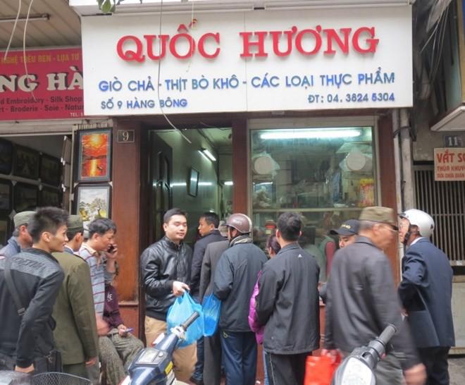 Những địa chỉ mua giò chả, bánh chưng từ thời ông bà ở Hà Nội mà Tết năm nào khách cũng xếp hàng ùn ùn - Ảnh 1.