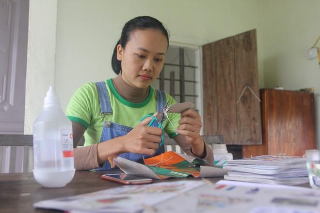 Cô gái Nghệ An từ bỏ mức lương 15 triệu để về quê tạo công việc cho người khuyết tật - Ảnh 1.