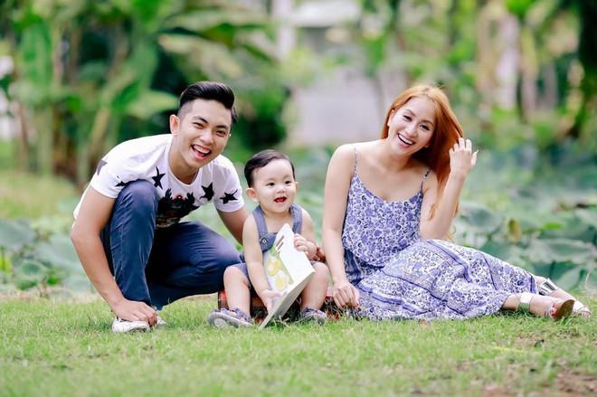 Đăng ảnh đón năm mới bên Phan Hiển, Khánh Thi hạnh phúc thông báo đang mang thai lần 2 - Ảnh 4.