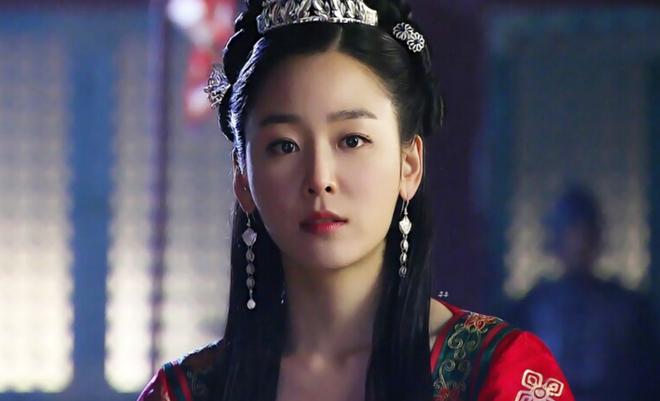 12 sao Hàn ngày thường thì đẹp lồng lộng, nhưng đóng phim cổ trang là lại thấy... sai sai - Ảnh 9.
